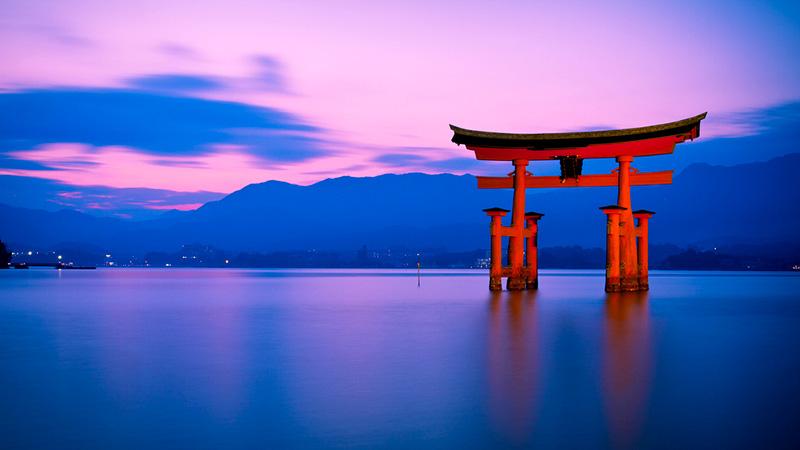 Cổng Torii, được xem như là một biểu tượng văn hóa truyền thống của Nhật Bản